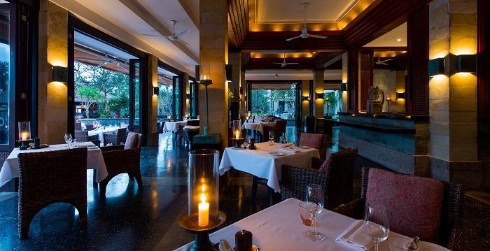 LEG-Dining-The Restaurant-Interior 01_v-1