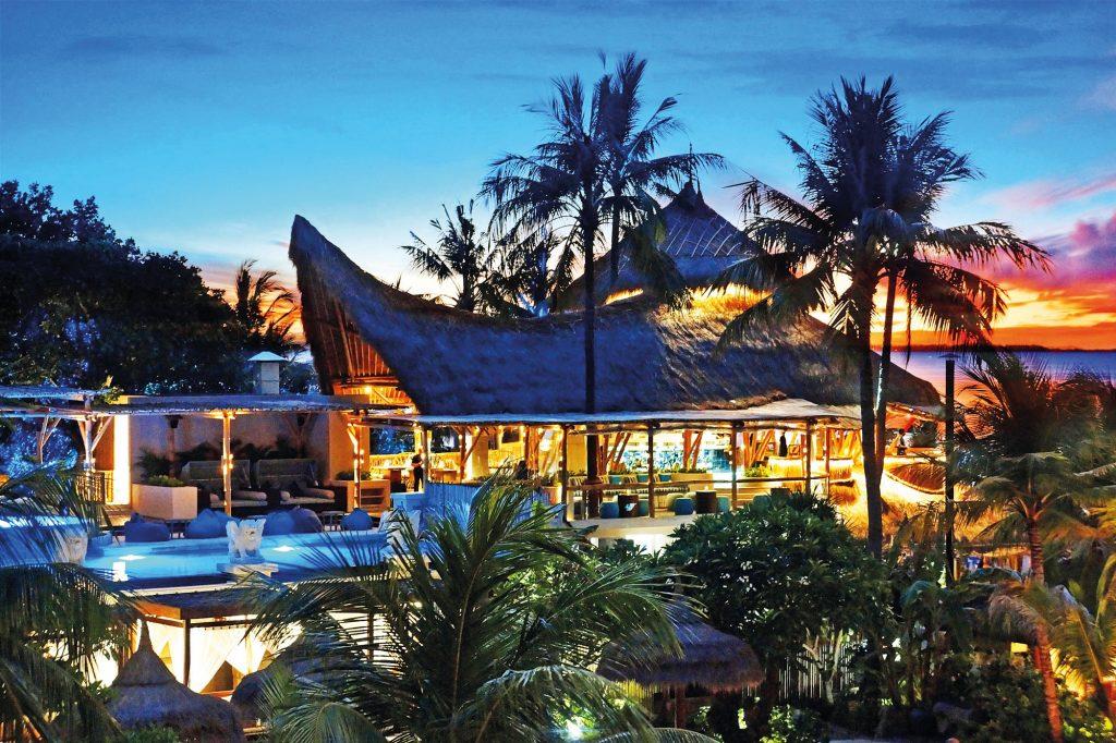 Beach clubs in Bali - Azul Beach Club Legian