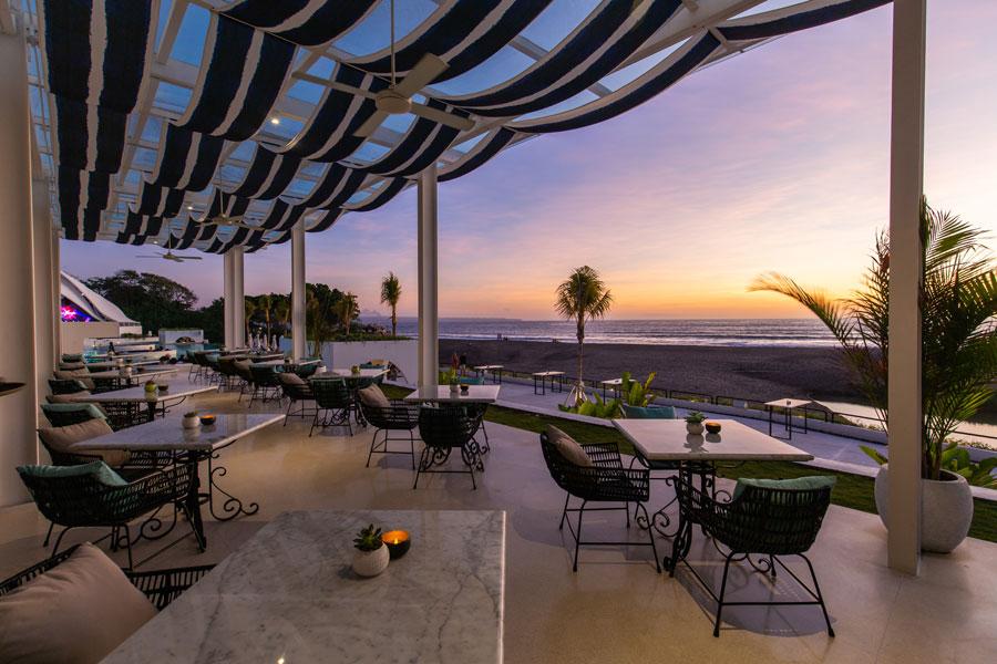 Romantic Dinner in Bali - Cafe del Mar Bali
