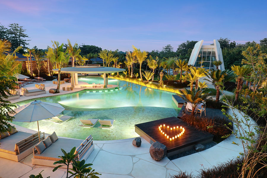 Romantic Dinner in Bali - X2 Bali Breakers Resort