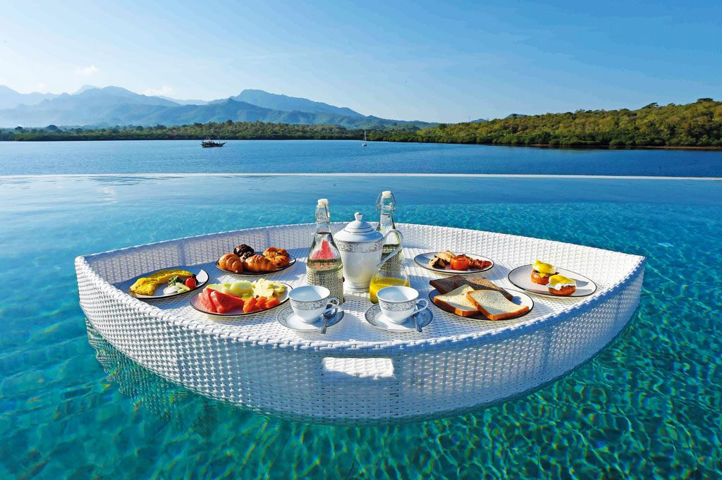 Theme---WTG---Glamping---Menjangan-Dynasty-Resort---Breakfast-in-the-Pool