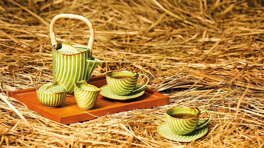 Pincuk Tea Set_1