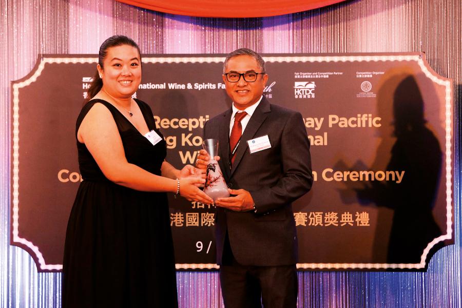 WO - Hatten Wines - Pino de Bali HK-IWSC 2017 Trophy Award Receives by Mr. Ida Bagus Rai Budarsa