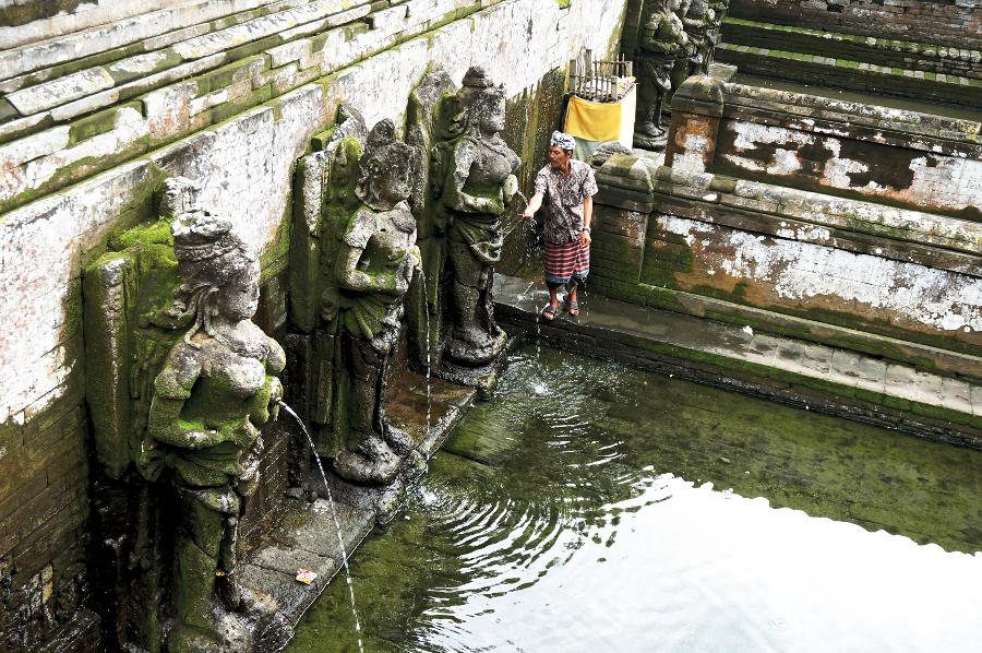 Hindu Angel Statues. Photo by Namhar