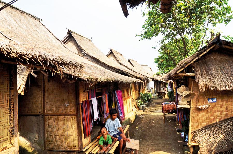 Sasak-village-of-Sade