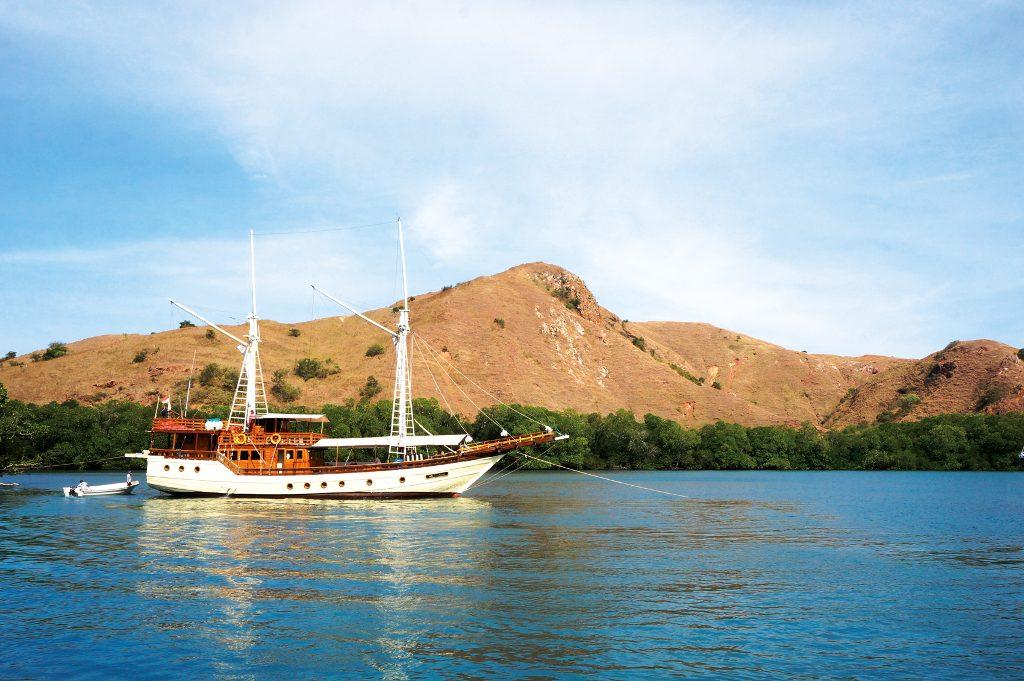 Plataran Phinisi Felicia approaching Rinca Island