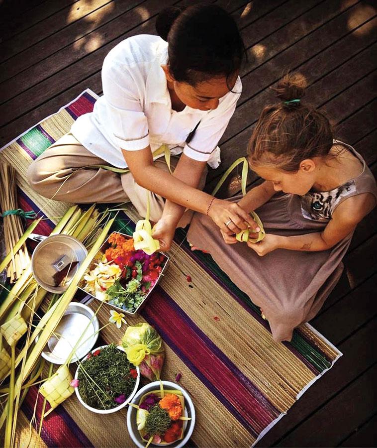Theme---culture---canang-sari-at-Anantara-seminyak-(1)