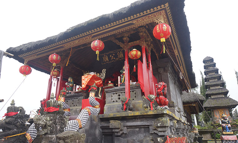 Chinese-shrine-at-Pura-Sad-Kahyangan-Ulun-Danu-Batur(thumb)