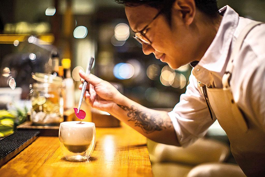 Ayip Dzuhri Mixologist Bali Alila Seminyak Seasalt Restaurant 2