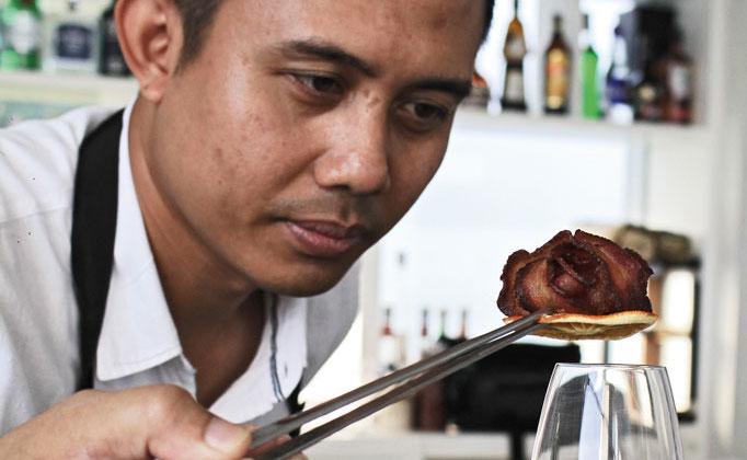 Yudi Hendarsyah Ju-Ma-Na Bali Mixologist Smoke and Fog