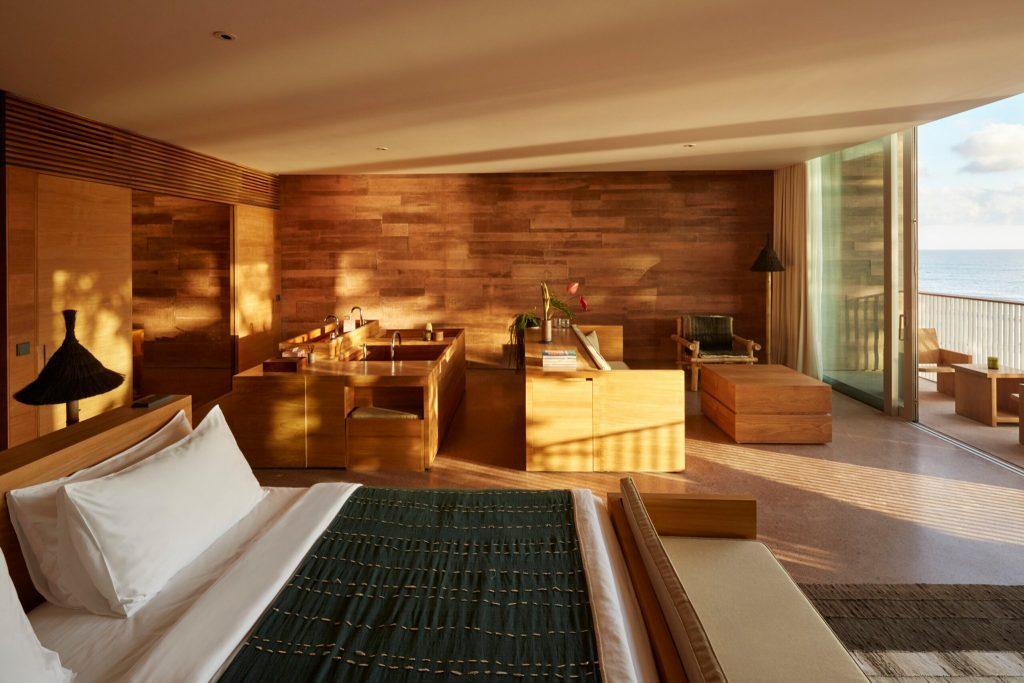 desa-potato-head-seminyak-bali-hotel-potato-head-studios-oceanfront-studio-bedroom-bathtub-wall-art-1024x7681-1