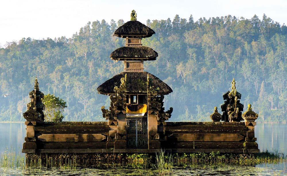 Lake-Bratan-Pura-Ulun-Danu-Beratan-Bedugul-Lakes-Bali 2