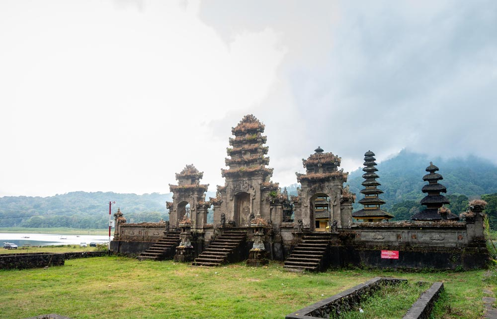Tambalingan-Lake-Bali-Lakes-1