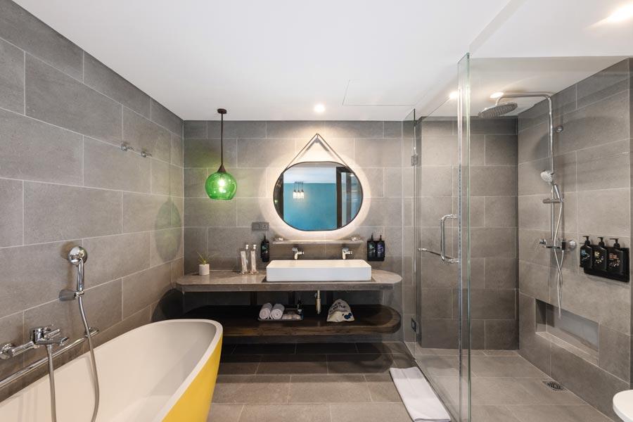 Swagger-Suite---Bathroom