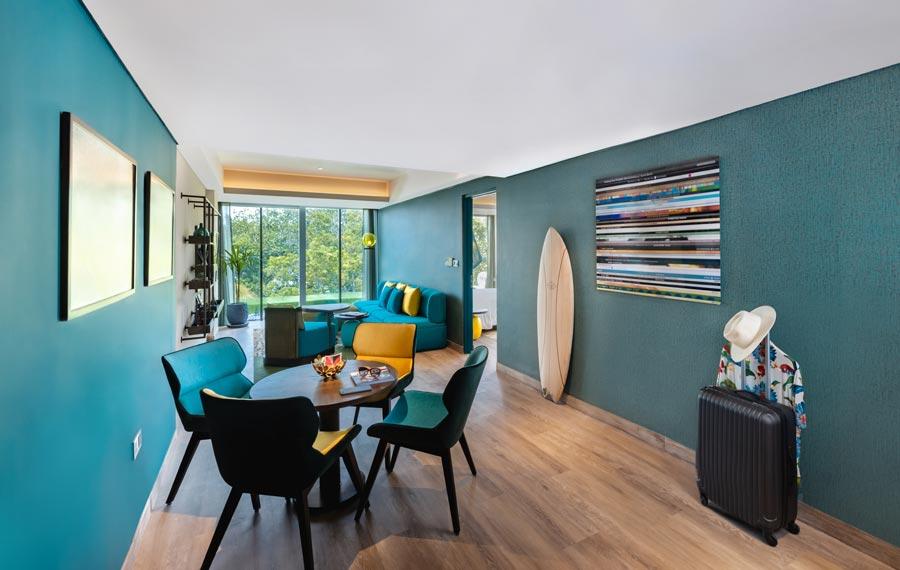 Top-Gun-Suite-Living-Room